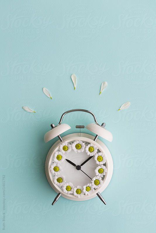 Alarm Clock With Daisies By Ruth Black Summer Flower Clock Wallpaper Alarm Clock Clock Aesthetic clock wallpaper free download
