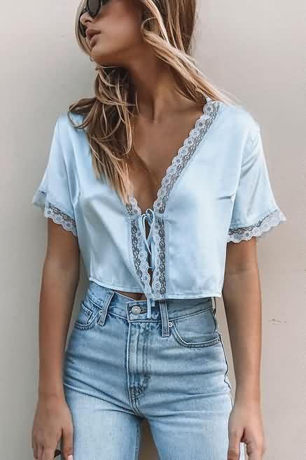 blusa azul claro com renda