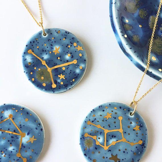 Constellation du zodiaque Collier or 22 k  Pendentif est environ 1.25 Livré avec chaîne d'or rempli de 16 Boîte-cadeau gratuit   ** Vierge, balance et Cancer sont en stock et prêt à expédier. Tous les autres sont fabriqués sur commande et va prendre une couple de jours - m'envoyer un