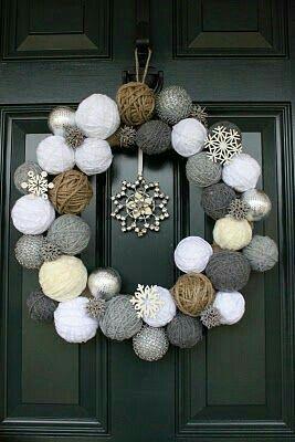 Decorating Wreath With Christmas Balls Denne Skal Jeg Jammen Lage Av Restegarn  Christmas Crafts And