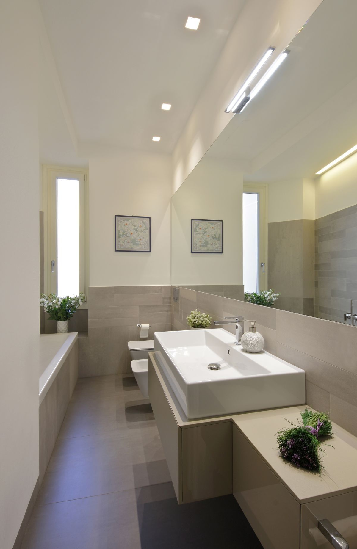 Photo of How to make a small and long bathroom look bigger