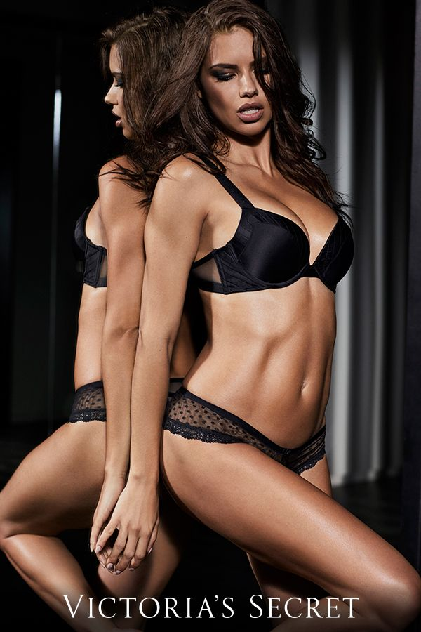 Adriana Lima Sexy Picture At Victoriaas