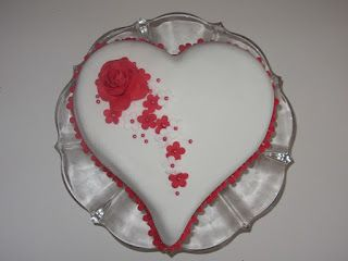 Emmas KakeDesign: Valentinsdag kake