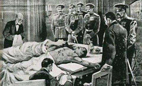 Sus cuerpos mutilados fueron arrojados por el balcón. El golpe había sido planificado durante dos años por oficiales del Ejército y contaba con el beneplácito de los principales políticos y de la opinión pública en general.