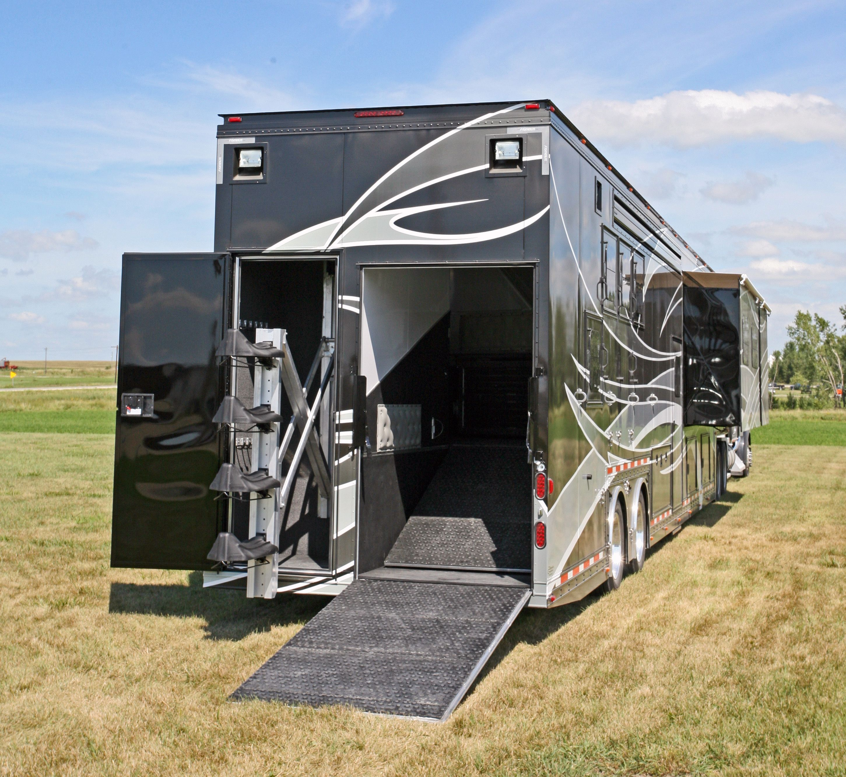 This Horse Trailer Model Featherlite Has Massive Luxury Living Quarters With Four Slide Outs That D Horse Trailers Horse Trailer Horse Trailer Living Quarters