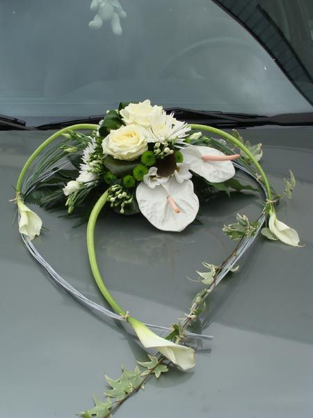 D coration voiture mariage composition florale voiture - Fleur au coeur noir ...