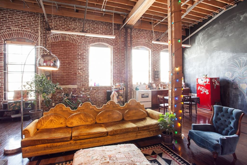 Backpackers Dream The Funky Loft With Breakfast Lofts For Rent In Los Angeles Lofts For Rent Vacation Home Condo Rental