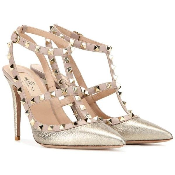 Valentino Rockstud Metallic Leather Pumps (8.395 NOK) ❤ liked on Polyvore featuring shoes, pumps, heels, sandals, gold, metallic pumps, heel pump, genuine leather shoes, metallic leather shoes and leather shoes