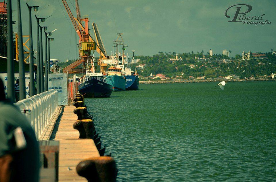 """""""Porto do Recife"""". Ao longe, a """"Cidade de Olinda"""". #Recife. Estado de Pernambuco, Brasil."""