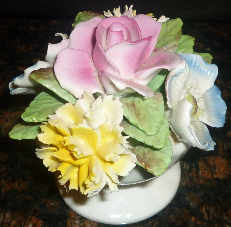 VINTAGE ROYALE STRATFORD STAFFORDSHIRE BONE CHINA ENGLAND VASE FLOWERS FIGURINE