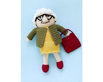 #Crochet, Lion Brand, amigurumi, doll, Lola Pattern, grandma, nana, lady, #haken, gratis patroon (Engels), pop, oma, dame, buurvrouw, knuffel, speelgoed, Sara, 50 jaar, speelgoed, #haakpatroon