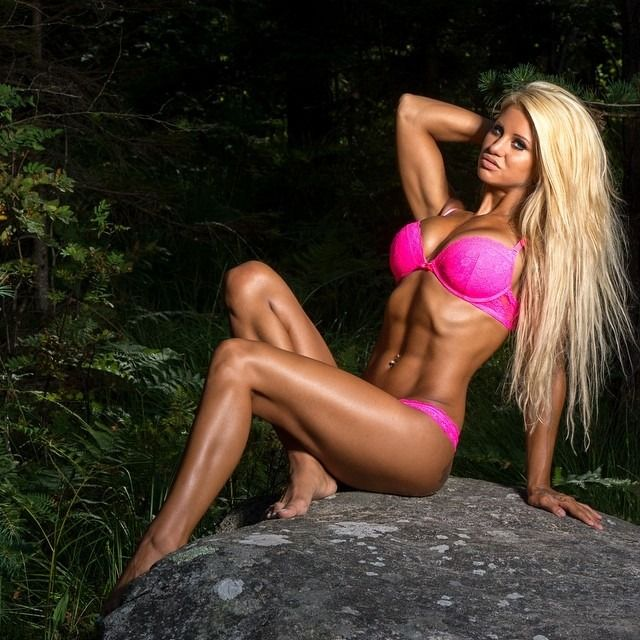 Follow me at Instagram FitnessSandra Reiche - sandrareichemodellSee more: sandrareichemodell at Instagram Fitness