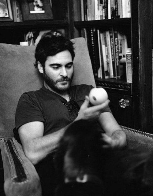 Joaquin Phoenix (...yeah, who m'i kidding---i still adore the crazy bastard ::sigh:: ;P)