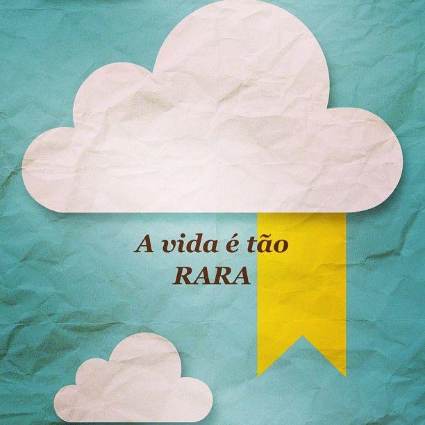 #autoajudadodia por @deehora! Que essa semana que começou mais triste aqui no Brasil sirva pelo menos para refletirmos e tirarmos um ensinamento disso tudo. A vida é tão rara e todo dia é uma nova oportunidade para buscar uma existência com mais sentido.    http://instagram.com/deehora