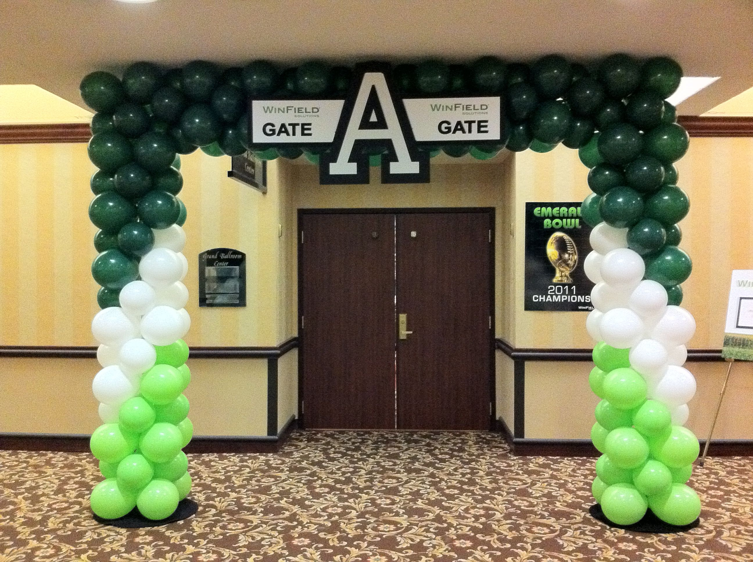 Square balloon arch with sign Square balloon