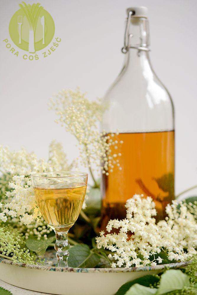 Apetyczny Blog Kulinarny Proste Przepisy I Piekne Zdjecia Nalewka Z Kwiatow Czarnego Bzu Alcoholic Drinks Wine Bottle Rose Wine Bottle