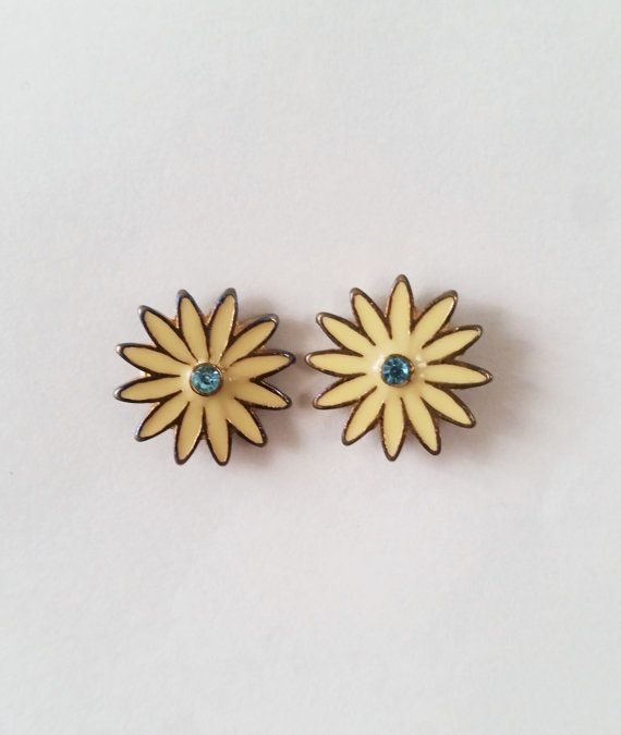 Floral earrings / floral studs / vintage floral / stud by Tareware