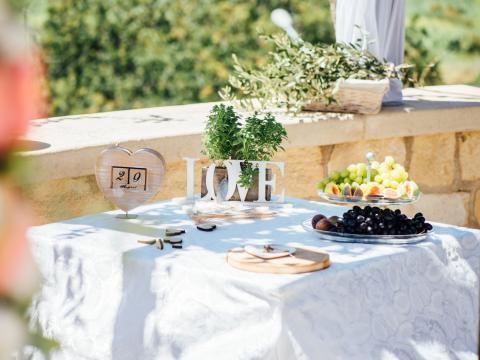 Rustic wedding in cyprus wedding decoration and florist ideas rustic wedding in cyprus junglespirit Gallery