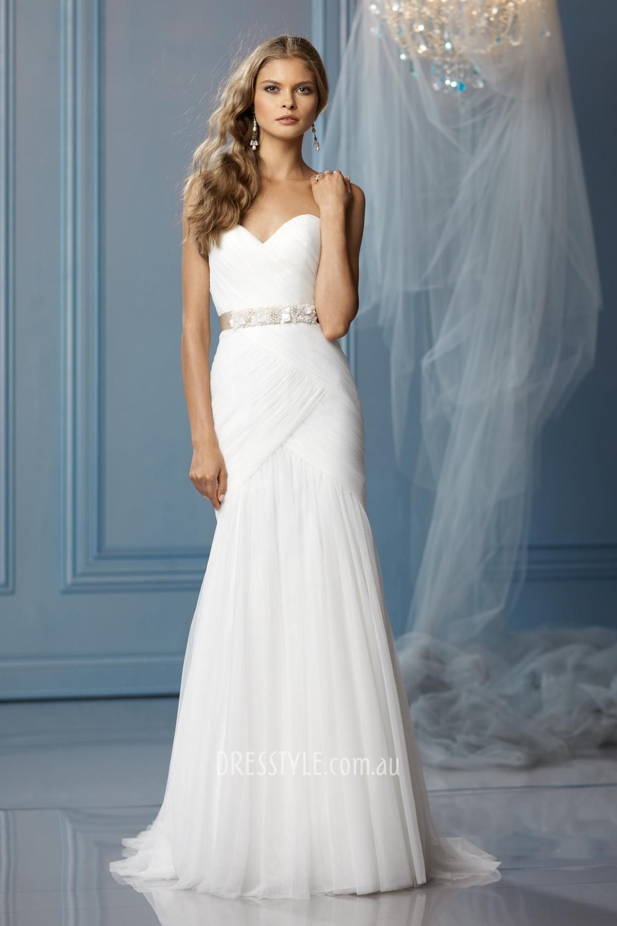 Sweetheart strapless wedding dress  traditional tulle sweetheart strapless slim aline ruched bodice