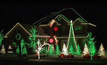Christmas Lights It D Be Awesome If I Could Decorate My House Like This One Day Best Christmas Lights Red Christmas Lights Christmas Light Installation