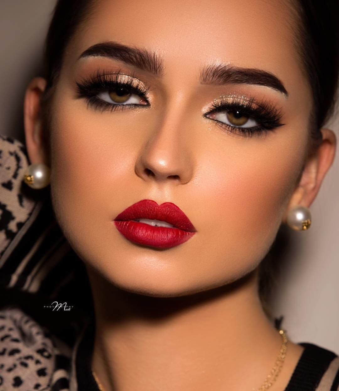 117 Likes 1 Comments Ftoom Hairstyle Ftoom Hairstyle On Instagram هل تصوير من شهرين مع صديقتي الغ Bold Lipstick Makeup Eye Makeup Beautiful Face Images