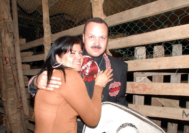 Fotos de Pepe y los miembros del Fan Club Oficial en Villa de Álvarez Colima. Quieres ser parte del Fan Club? Visita esta liga: http://pepe.ag/Pp-fanclub