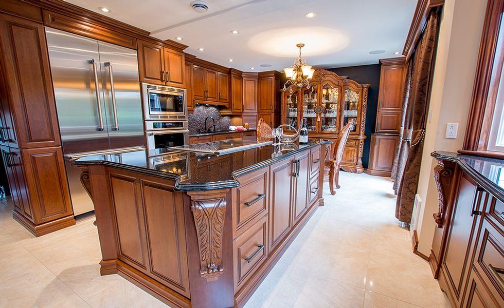 Armoire de cuisine en bois massif Cuisine encastree