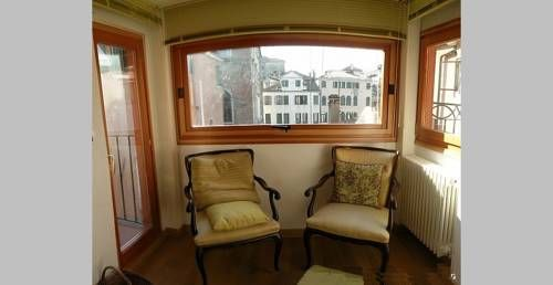 Magdalena Venice Situated in Venice, this air-conditioned apartment is 100 metres from La Fenice. The apartment is 500 metres from Piazza San Marco. Free WiFi is provided throughout the property.  A fridge and a stovetop can be found in the kitchen.