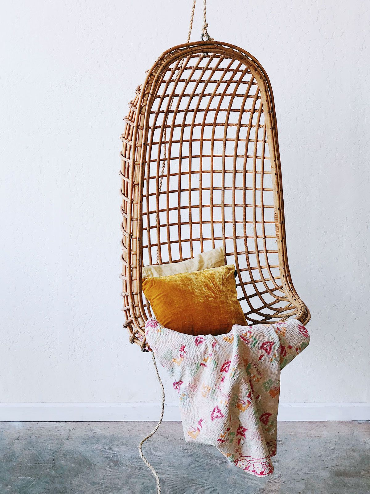 hanging chair urban outfitters low height wooden chairs bamboo 43 super marché my vintage online