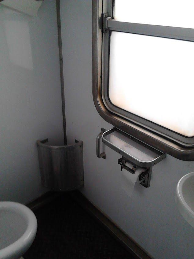 #train #omc #omeca #officinemeccanichecalabresi #officinemeccaniche #1980 #costruction #madeinitaly #design #station #cagliari #Sardinia #Italy #travel #locomotive #enteferroviestatali #trenitalia #designinterior #interior #bathroom