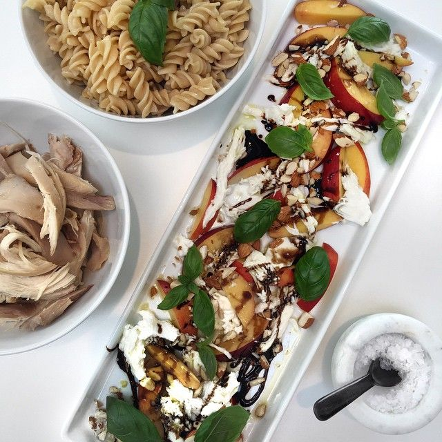 - ripe peaches - mozzarella - fresh basil - chopped almonds - olive oil and balsamic vinegar Delicious alone, but serve with some chicken and whole grain pasta if you want a full dinner; Movistar salad by Cameron Diaz