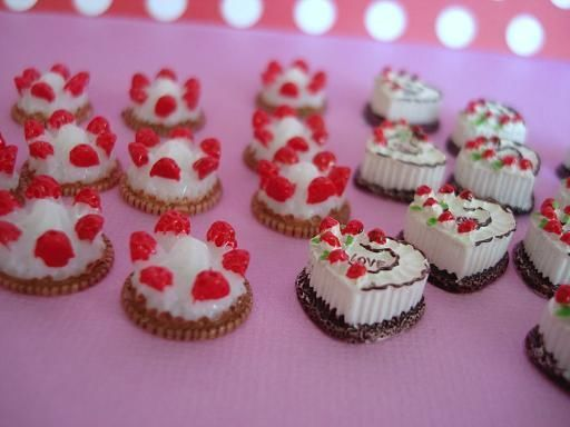 20 Heart Shape & Strawberry Cake Resin Miniature/Craft/Doll/House/Cute/Clay B154