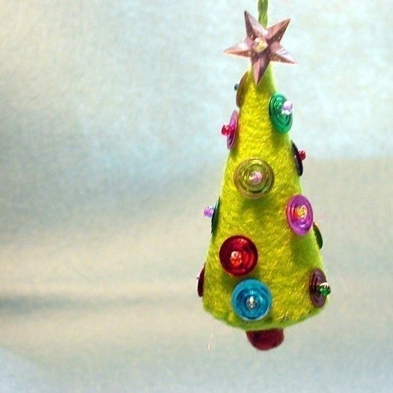 I love felt ornaments