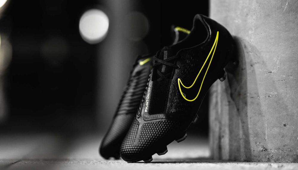 Nike ID Air Max 90 EM 'England' SoccerBible