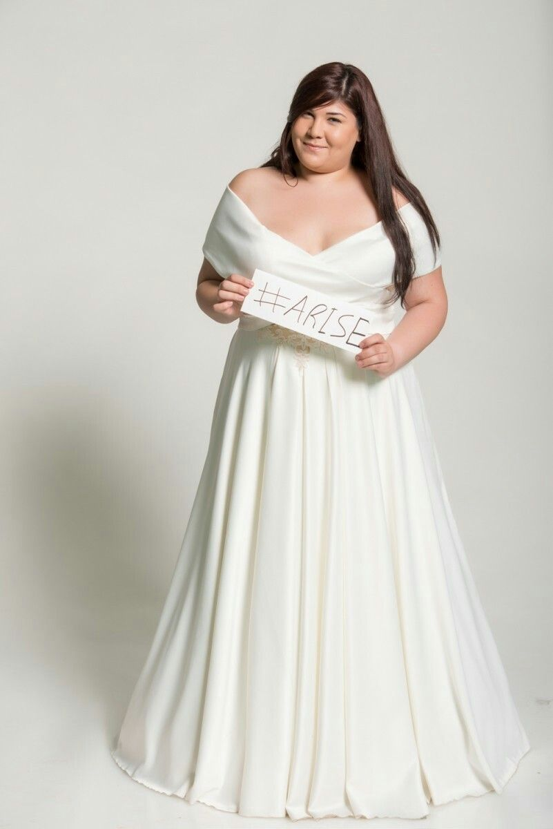 Off Shoulder Curvy Bridal Gown On A Project Beautiful In Every Size Studio Levana Plus Size Bridal Dresses Plus Wedding Dresses Modest Wedding Gowns [ 1200 x 801 Pixel ]