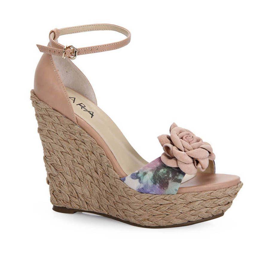 a94f21f40 Descubra ideias sobre Sapato Anabela Fechado. No mundo dos calçados  femininos ...