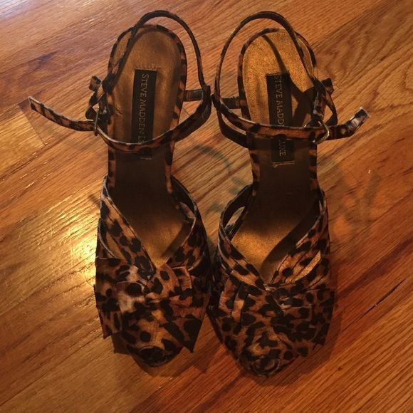 Leopard print peep toe heels These are adorable Steve Madden Luxe peep toe heels. They are leopard print and gently worn. The bottoms have wear and tear but I have only worn them 3 times. They are really comfortable. The heel is only 3 inches but a bit high for me. Super cute and like new condition ! Make me an offer if you do not like the price :) Steve Madden Shoes Heels