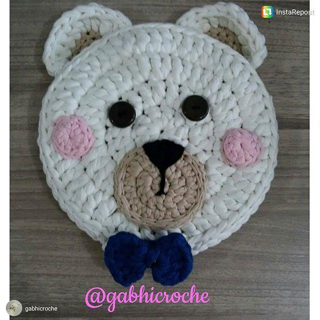 Linda almofada de urso da @gabhicroche!🐻 #inspiration #inspiração #crochet #crochetlover #crochê #craft #artesanato #handmade #feitoamão #instacrochet #crocheting #mimo #lovecraft                                                                                                                                                      Mais