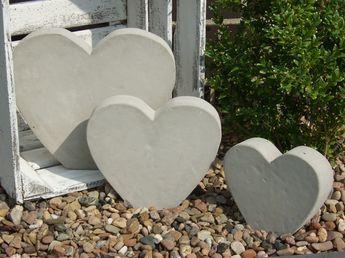 Gartendekoration herz aus beton gr sse m ein designerst ck von holzkoepfchen bei dawanda - Gartendekoration aus beton ...
