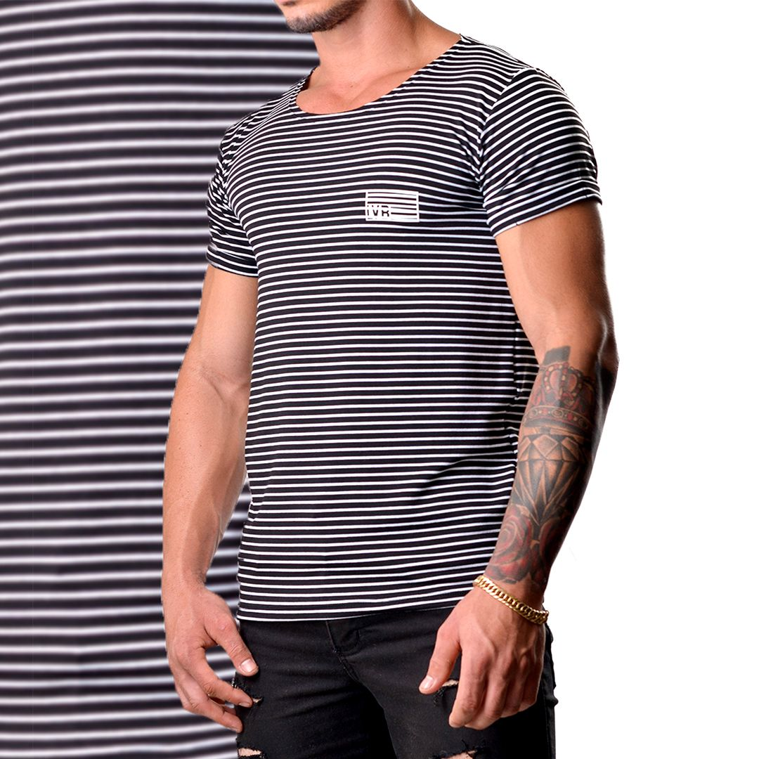 884749df0 Camiseta masculina viscose LaVíbora Modelo  B W Listraz Adequa ao corpo  tranquilamente