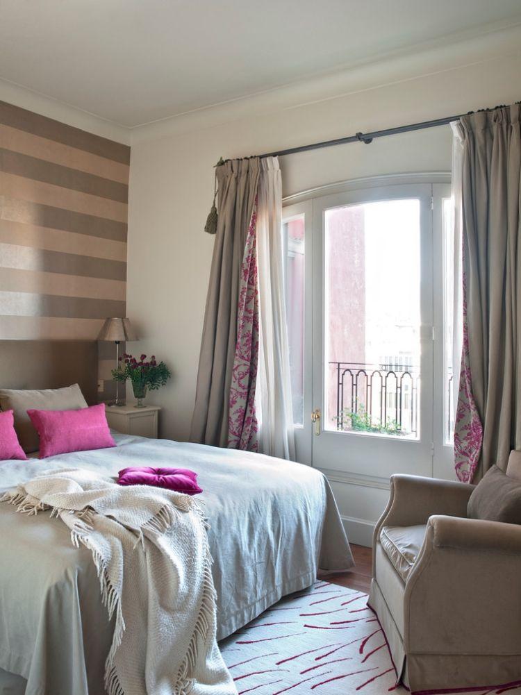 wand-streifen-schlafzimmer-braun-beige-horizontal-fuchsia-akzente - wandgestaltung mit farbe streifen schlafzimmer