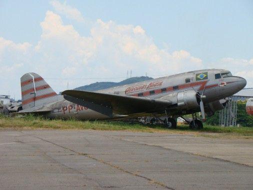 Douglas DC-3 (C-47) Skytrain by Mairus.com