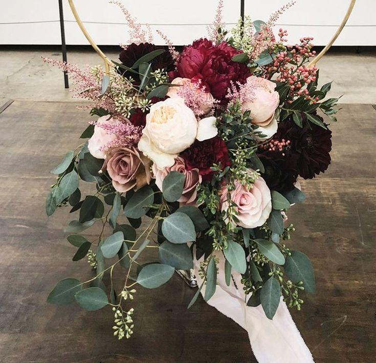 Braut 25 + ›braut brautstrauß blumen eukalyptus rosen weiß erröten burgund