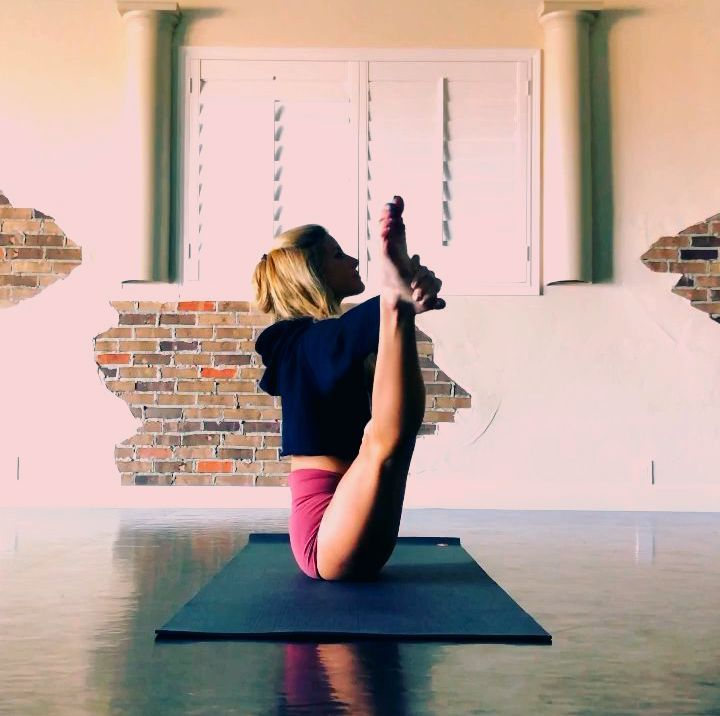 Yoga class flow. Fire fly pose. Middle split. #flexibility #yoga #fitness