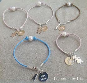 82049aa8b33c Pulseras de cuero y perlas con chapas, niño y niña de plata ...