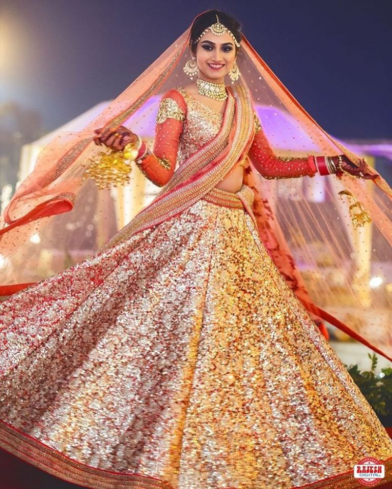 98b58ee2d4 COOL Bridal poses | photoshoot in 2019 | Bridal lehenga, Indian ...