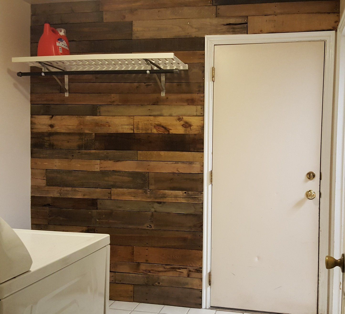 Accent Wall With Blue Stain Pine: Pre-Stained Pallet Wood Accent Walls