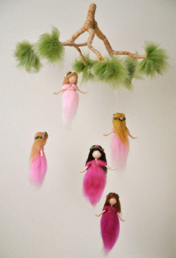 Kindergarten Mobile Waldorf inspiriert: die rosa von MagicWool