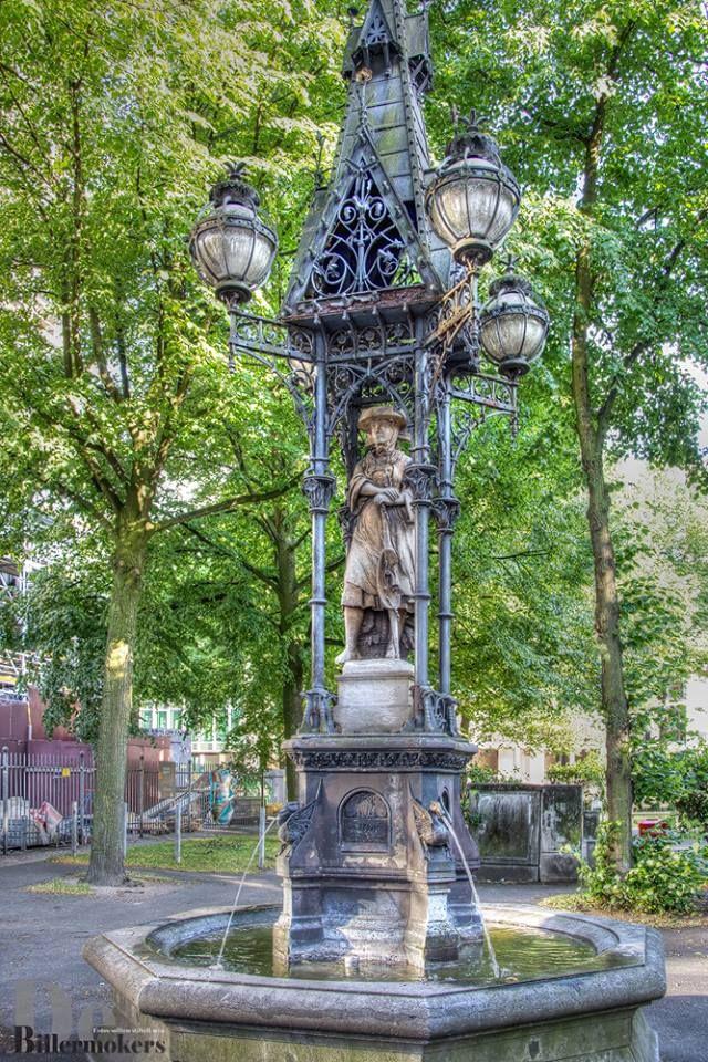Vierlanderin Am Hopfenmarkt 1876 Wurde Der Brunnen Mit Der Statue