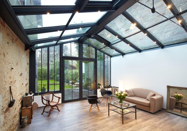 Véranda style atelier avec parquet - Réalisation Fillonneau | Veranda design, Veranda alu ...